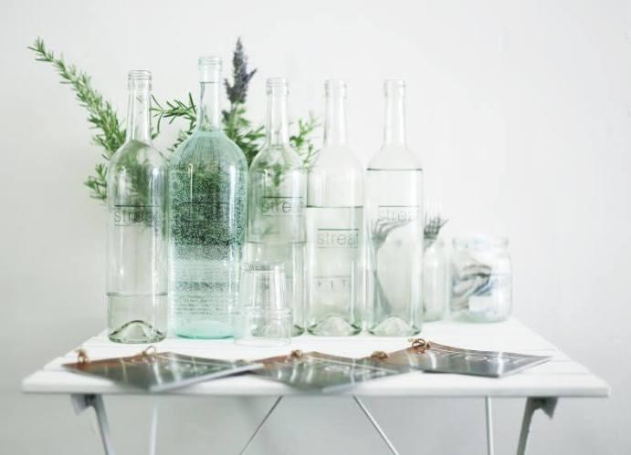 vizek az asztalon